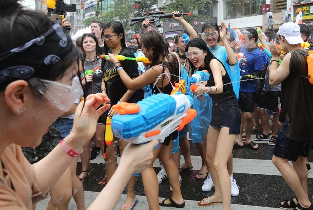 South Koreans and tourists spray water with water guns during an annual event of the Sinchon Water Gun Festival in Seoul, South Korea, 29 July 2017. (Photo by Yang Ji-Woong/EPA/EFE)