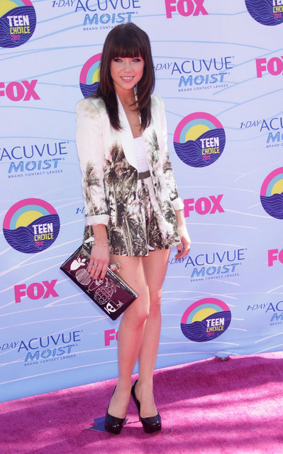 Singer-songwriter Carly Rae Jepsen arrives at the 2012 Teen Choice Awards at Gibson Amphitheatre on July 22, 2012 in Universal City, California