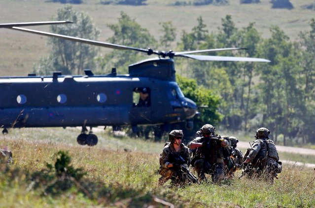 """Soldiers take part in an exercise of the U.S. Army's Global Response Force in Hohenfels near Regensburg August 26, 2015. Around 5000 soldiers from 11 Nato nations participated in simultaneous multinational airborne operations across Germany, Italy, Bulgaria and Romania, called """"Exercise Swift Response. (Photo by Michael Dalder/Reuters)"""