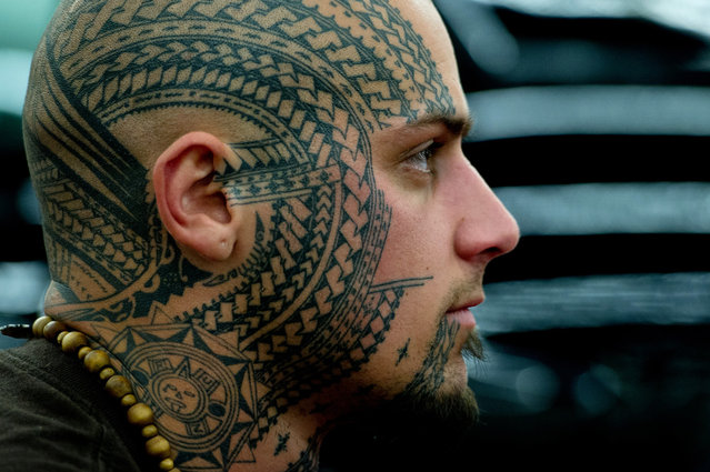 A man tattooed with a traditional pattern from New Zealand poses at the international tattoo convention in Frankfurt am Main, Germany, on March 30, 2012. (Photo by Boris Roessler/AFP)