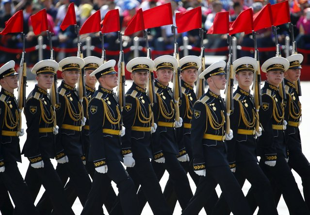Russian soldiers march during the military parade to mark the 70th anniversary of the end of World War Two, in Beijing, China, September 3, 2015. (Photo by Damir Sagolj/Reuters)