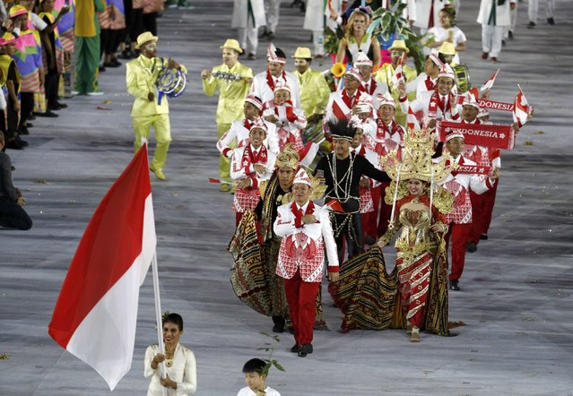 2016 Rio Olympics, Opening ceremony, Maracana, Rio de Janeiro, Brazil on August 5, 2016. Flagbearer Maria Londa (INA) of Indonesia leads her contingent during the opening ceremony. (Photo by Stoyan Nenov/Reuters)