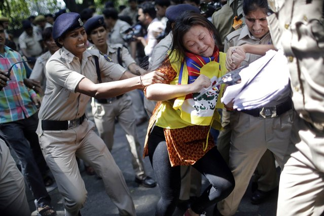 A Tibetan exile is detained by police during a protest outside the venue of a meeting between Chinese President Xi Jinping and Indian Prime Minister Narendra Modi in New Delhi September 18, 2014. (Photo by Anindito Mukherjee/Reuters)