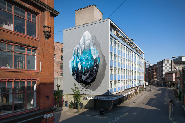 """""""Inhuman barriers"""" mural painting that addresses the theme of immigration realized for """"Cities of hope"""" in Manchester, U.K., in support to the local solidarity group WASP (Women Asylum Seekers Together), 2016. (Photo by NeverCrew/The Huffington Post)"""
