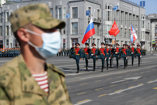 A Russian soldier wears a face mask in Lenin Square in Novosibirsk, Russia on June 24, 2020 during a Victory Day military parade marking the 75th anniversary of the victory in World War II. Victory Day parades across Russia have been postponed from 9 May to 24 June due to restrictions imposed to prevent the spread of the novel coronavirus. (Photo by Kirill Kukhmar/TASS)