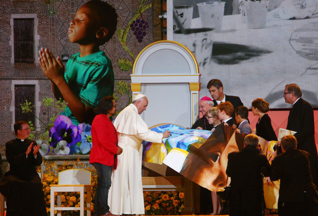 Pope Francis receives a gift during the Festival of Families in Philadelphia on September 26, 2015. (Photo by Eric Thayer/The New York Times)