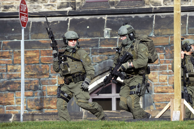 A Royal Canadian Mounted Police intervention team responds to a reported shooting at Parliament building in Ottawa Wednesday October 22, 2014. (Photo by Adrian Wyld/AP Photo/The Canadian Press)