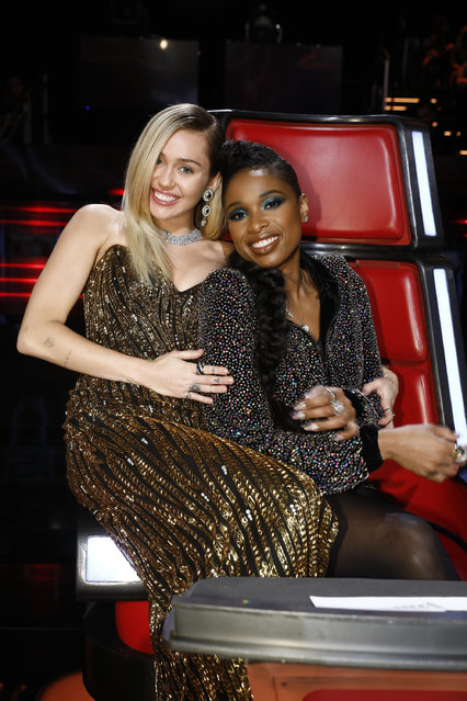 "(L-R) Miley Cyrus and Jennifer Hudson at The Voice  ""Live Top 12"" Episode 13. (Photo by  Trae Patton/NBC/NBCU Photo Bank via Getty Images)"