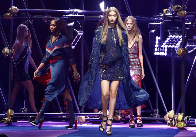 Models Gigi Hadid and Naomi Campbell present creations at the Versace fashion show during Milan Fashion Week Spring/Summer 2017 in Milan, Italy, September 23, 2016. (Photo by Alessandro Garofalo/Reuters)