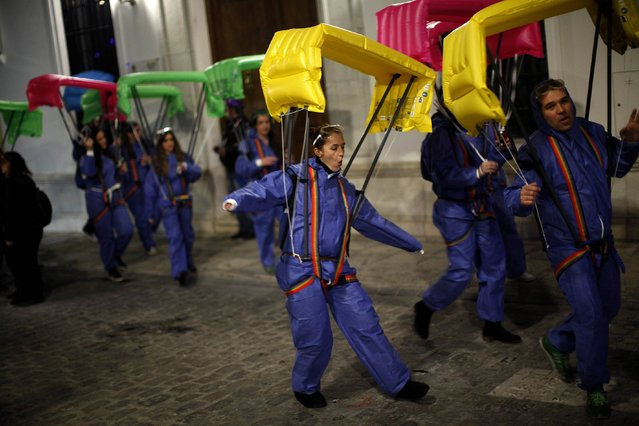 Revellers dressed up as paratroopers take part in New Year's celebrations in Coin, near Malaga, southern Spain, early January 1, 2015. (Photo by Jon Nazca/Reuters)