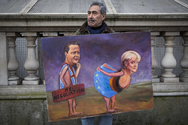 Artist Kaya Mar holds a painting of British Prime Minister David Cameron and German Chancellor Angela Merkel near Downing Street on January 7, 2015 in London, England. The two leaders are expected to discuss a range of issues including the crisis in Ukraine, the European economy and Germany's year-long presidency of the G7 group of nations ahead of the G7 summit, being held in the Bavarian Alps in June. (Photo by Rob Stothard/Getty Images)