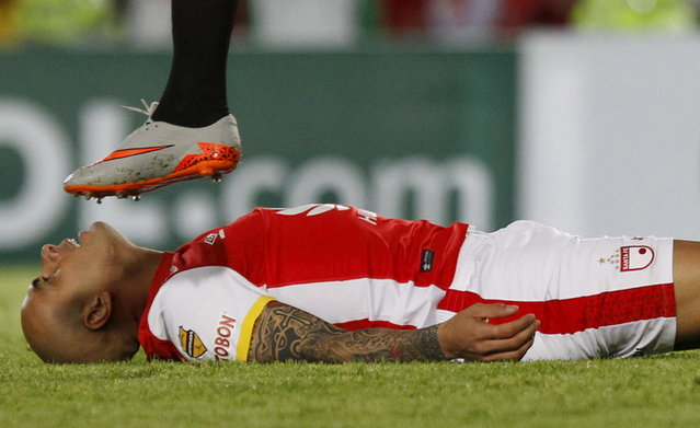 Omar Perez of Colombia's Santa Fe reacts after missed a chance against of Paraguay's Sportivo Luqueno during their Copa Sudamericana soccer match in Bogota November 25, 2015. (Photo by John Vizcaino/Reuters)