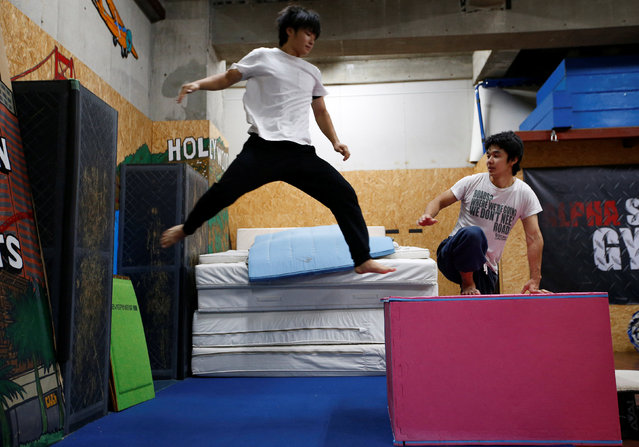 Jun Sato (R), founder of Japan's first parkour educational institute SENDAI X-TRAIN, instructs his student at a workshop teaching parkour skills at a gym in Tokyo, Japan October 23, 2016. (Photo by Kim Kyung-Hoon/Reuters)