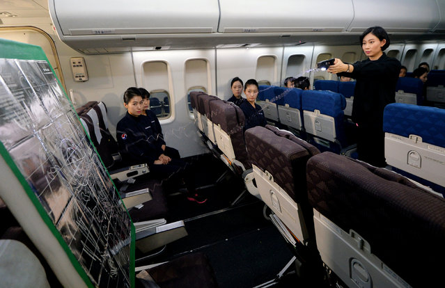 Cabin crews attend a training session on how to manage in-flight disturbances in Seoul, South Korea, December 27, 2016. (Photo by Oh Dae-il/Reuters/News1)