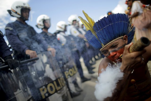 Brazilian Indians from various indigenous ethnic groups take part in a protest during a National Indigenous Mobilization in front of Planalto Palace in Brasilia April 15, 2015. Organizers of the mobilization aim to discuss issues of land demarcation and indigenous rights with authorities. (Photo by Ueslei Marcelino/Reuters)
