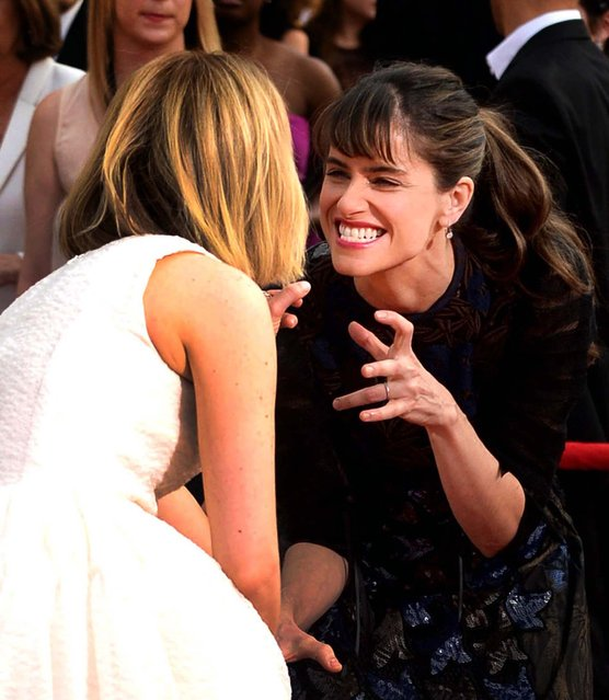 Sarah Paulson and Amanda Peet arrive at the 20th annual Screen Actors Guild Awards. (Photo by Jordan Strauss/AP Photo/Invision)