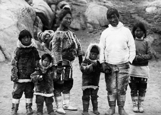 A Greenlandic couple with their children. (Photo by Hulton-Deutsch Collection/Corbis via Getty Images)