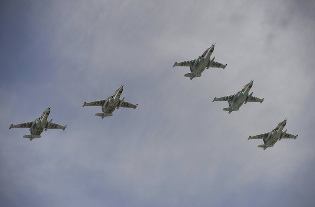 Sukhoi Su-25SM Frogfoot ground-attack planes fly in formation over the Red Square during the Victory Day parade in Moscow, Russia, May 9, 2015. (Photo by Reuters/Host Photo Agency/RIA Novosti)