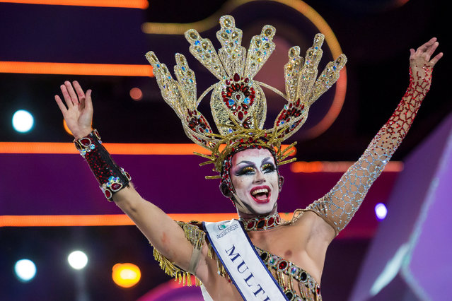 Participant Drag Sethlas celebrates winning a drag queen competition during carnival festivities in Las Palmas, on the Spanish Canary Island of Gran Canaria, February 28, 2017. (Photo by Borja Suarez/Reuters)