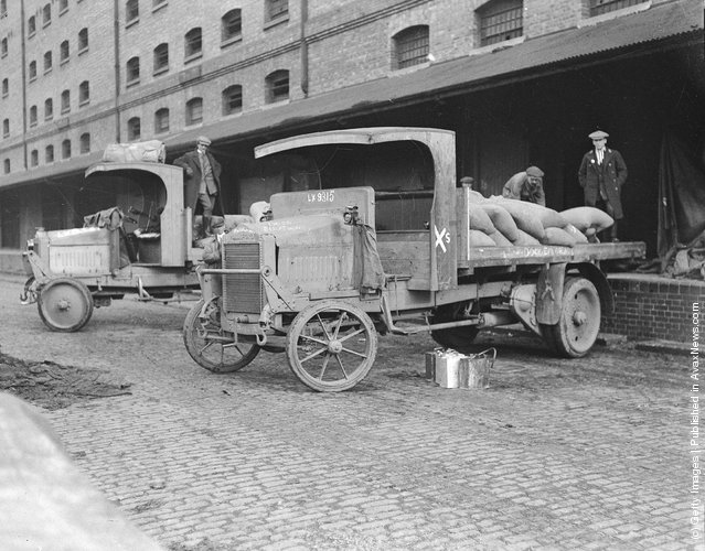1919: Government lorries employed to relieve congestion at docks