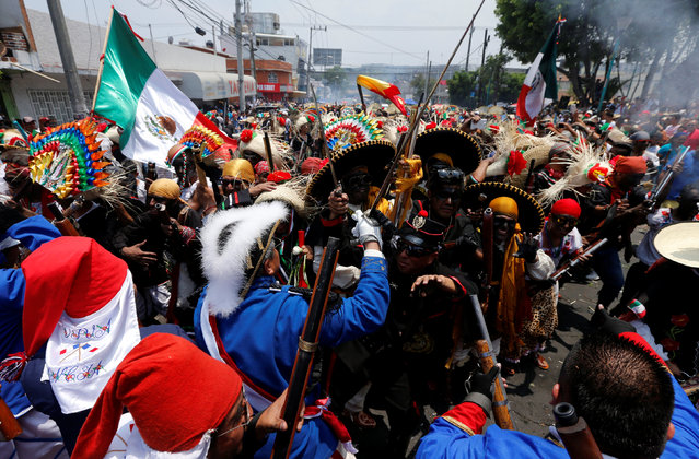 Mexicans wearing period costumes re-enact the battle of Puebla in the Penon de los Banos neighbourhood of Mexico City, Mexico, May 5, 2016. The battle marked the defeat of French forces by Mexican troops and local Indians in the central state of Puebla in 1862. During the re-enactment, participants fired homemade shotguns loaded with gunpowder and hundreds of men dressed as Indian peasants fought mock battles against others dressed as French invaders. (Photo by Henry Romero/Reuters)