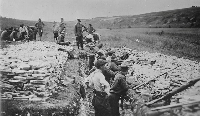 American troops undergo grenade gun training in France during World War One. (Photo by Reuters/Courtesy Library of Congress)