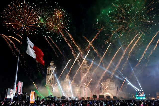 """People enjoy fireworks after the """"Cry of Independence"""" by Mexico's President Enrique Pena Nieto, on the 207th anniversary of the day rebel priest Miguel Hidalgo set it on the path to independence, in Mexico City, Mexico, September 15, 2017. (Photo by Edgard Garrido/Reuters)"""