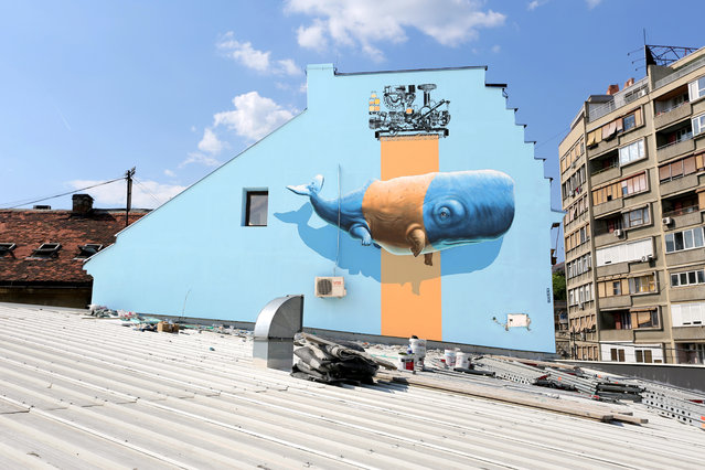 """""""Imitation of Life no9"""" (or """"Evolutive Machine no1"""") mural painting realized in the context of Mikser Festival in Belgrade, Serbia, in June 2014. (Photo by NeverCrew/The Huffington Post)"""