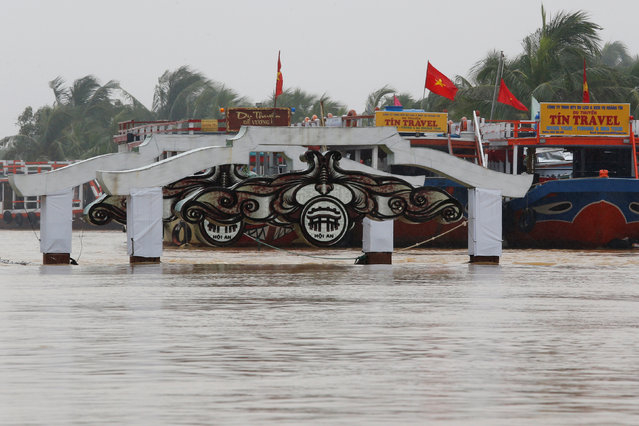 A bridge is seen on the overflowing Thu Bon river in UNESCO heritage ancient town of Hoi An after typhoon Damrey hits Vietnam on November 6, 2017. (Photo by Reuters/Kham)