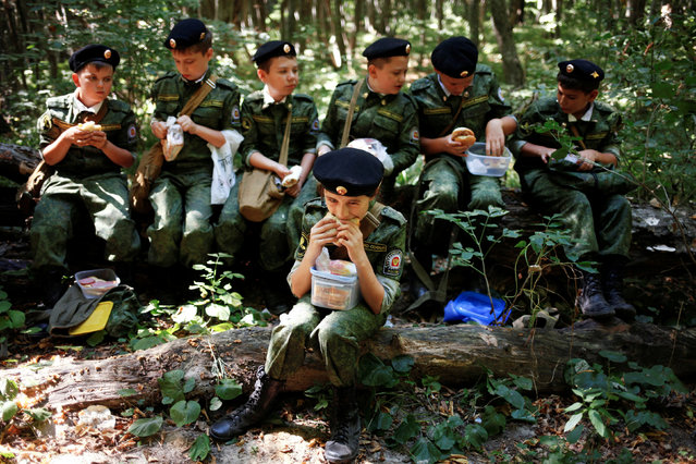 Fifth-grade students of the General Yermolov Cadet School have a meal during their first military tactical exercise on the ground, which includes radiation resistance classes, forest survival studies and other activities, in Stavropol, Russia, September 10, 2016. Picture taken September 10, 2016. (Photo by Eduard Korniyenko/Reuters)