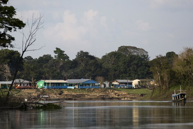 View of the Vila Nova do Amana community in the Sustainable Development Reserve, in Amazonas state, Brazil, September 23, 2015. (Photo by Bruno Kelly/Reuters)