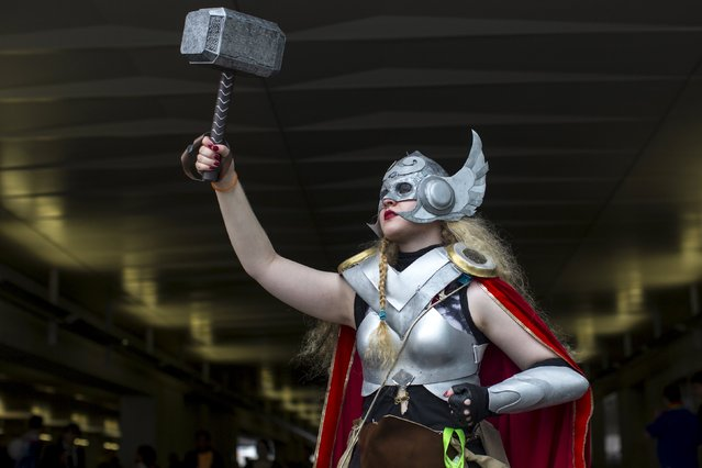 Rachel Temkin poses as Thor on day two of New York Comic Con in Manhattan, New York, October 9, 2015. (Photo by Andrew Kelly/Reuters)