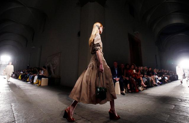 A model presents a creation at the Bottega Veneta fashion show during Milan Fashion Week Spring/Summer 2017 in Milan, Italy, September 24, 2016. (Photo by Alessandro Garofalo/Reuters)