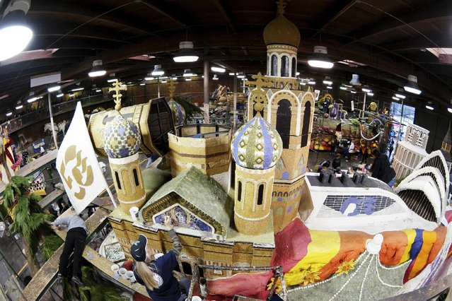 Volunteers work on Princess Cruises' Rose Parade float at Rosemont Pavillion in Pasadena, California December 30, 2014. (Photo by Jonathan Alcorn/Reuters)