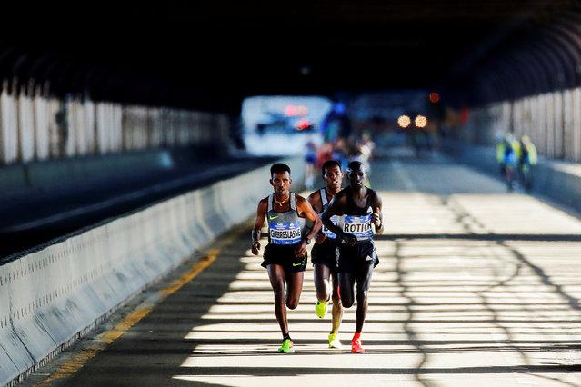 Ghirmay Ghebreslassie (L) of Eritrea leads the men's pack next to Hosea Rotich of Kenya and Lelisa Desisa of Ethiopia as they cross the Ed Koch Queensboro Bridge during the 2016 New York City Marathon in the Queens borough of New York City, NY, U.S. November 6, 2016. (Photo by Eduardo Munoz/Reuters)