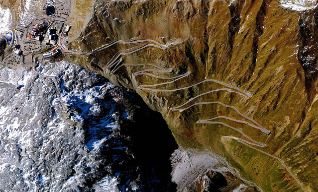 Stevio Pass, Italy. (Photo by Benjamin Grant/Digital Globe/Caters News)