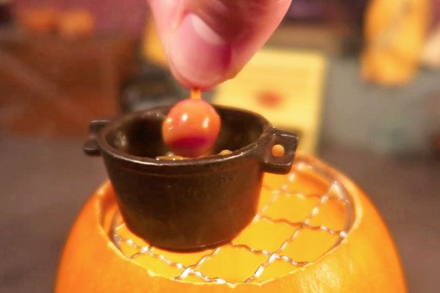 Jay dips the apples in caramel. (Photo by Jay Baron/Caters News)