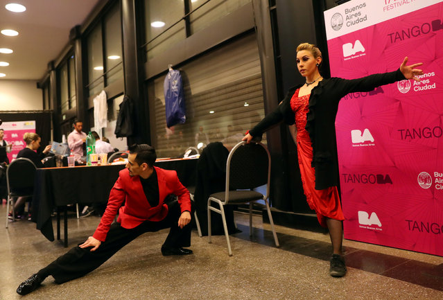 Dancers Juan Francisco Segui and Maira Daiana Sanchez, from Argentina, stretch backstage before the Stage style final round at the Tango World Championship in Buenos Aires, Argentina on August 23, 2018. (Photo by Marcos Brindicci/Reuters)