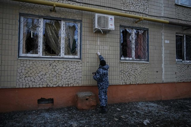 An investigator works at a blast site at a residential sector affected by shelling in Kramatorsk, eastern Ukraine February 11, 2015. (Photo by Gleb Garanich/Reuters)