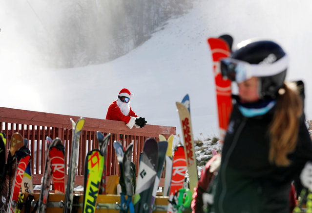 Bob McQueeney waits for the start of a Santa-themed charity run down a slope at Sunday River Ski Resort in Newry, Maine December 4, 2016. (Photo by Joel Page/Reuters)