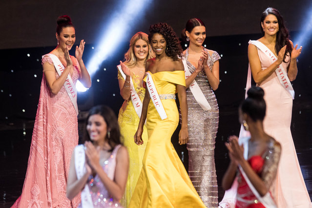 Miss Dominican Republic Yaritza Miguelina Reyes Ramirez (C) smiles after being named a finalist during the Grand Final of the Miss World 2016 pageant at the MGM National Harbor December 18, 2016 in Oxon Hill, Maryland. (Photo by Zach Gibson/AFP Photo)