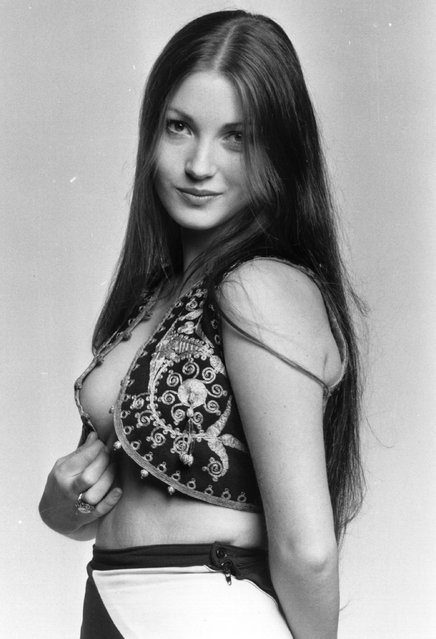 A pin-up shot of Jane Seymour (1951 - ), the British film actress, 1972. (Photo by Kaye/Getty Images)