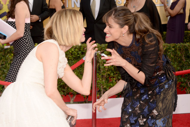 Actresses Sarah Paulson (L) and Amanda Peet attend 20th Annual Screen Actors Guild Awards at The Shrine Auditorium on January 18, 2014 in Los Angeles, California. (Photo by Theo Wargo/WireImage)