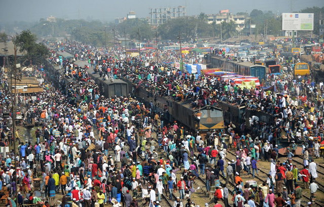 Bangladeshi Muslim devotees arrive on overcrowded trains to attend the Biswa Ijtema or World Muslim Congregation at Tongi, some 30 kms north of Dhaka on January 26, 2014. (Photo by Munir Uz Zaman/AFP Photo)