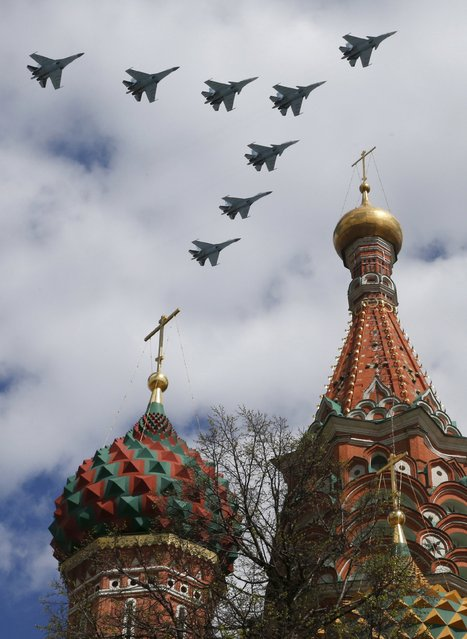 Russian Su-30SM and Su-35S fighter aircrafts fly in formation during rehearsals for the Victory Day military parade, with St. Basil's Cathedral seen in the foreground, in central Moscow May 5, 2015. (Photo by Tatyana Makeyeva/Reuters)