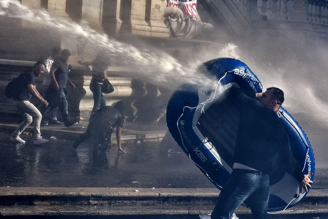 Police use water cannons to clear a housing protest from Campidoglio square in Rome, Italy, 12 May 2016. Protesters campaigning for new housing and lower rents had previously clashed with police. Some injuries were reported after demonstrators threw bottles at police. The protest was against the housing policies of the centre-left government led by Italy Prime Minister Matteo Renzi. (Photo by Angelo Carconi/EPA)