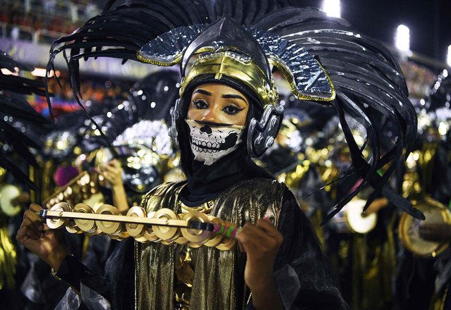Members of the Mangueira samba school perform during the first night of Rio's carnival parade at the Sambadrome in Rio de Janeiro, Brazil on February 23, 2020. (Photo by Carl de Souza/AFP Photo)