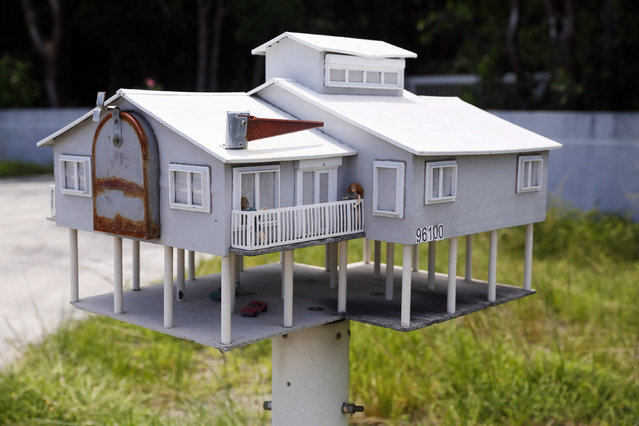 A mailbox in the shape of a house with a veranda and a parking lot is seen along the highway US-1 in the Lower Keys near Key Largo in Florida, July 10, 2014. (Photo by Wolfgang Rattay/Reuters)