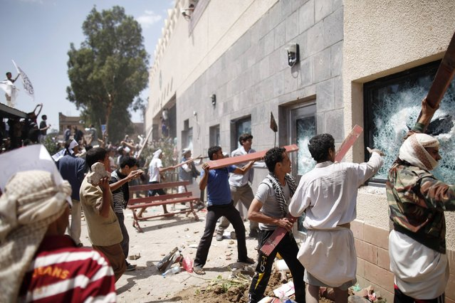 Protesters break the windows of the U.S. embassy in Sanaa September 13, 2012. Hundreds of Yemeni demonstrators stormed the U.S. embassy in Sanaa on Thursday in protest against a film they consider blasphemous to Islam, and security guards tried to hold them off by firing into the air. Yemen's embassy in Washington said no casualties were reported when the protesters stormed the U.S. embassy compound in Sanaa on Thursday. (Photo by Khaled Abdullah/Reuters)