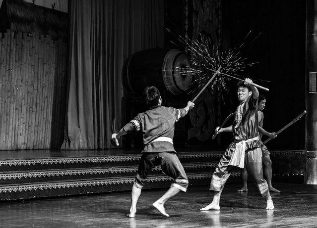 Sword Fight: Two performers in a sword fight in Nong Nooch, Pattaya, Thailand. (Photo by Lars Edvard Dalsboe/National Geographic Photo Contest